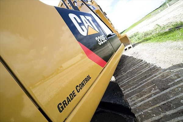Side picture of a Cat excavator